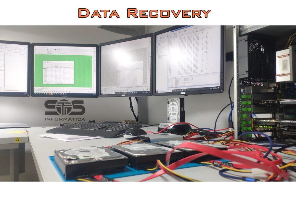 Foto che rappresenta l'attività di recupero dati